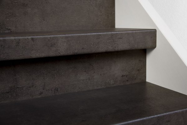 Profitrap-CPL-laminaat-dichte-trap-betongrijs-1