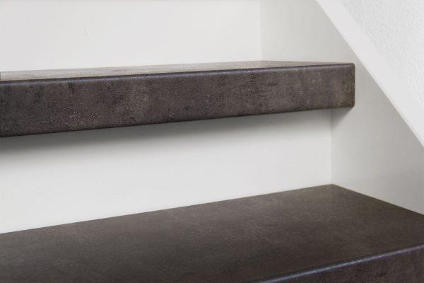 Profitrap-CPL-laminaat-dichte-trap-betongrijs-2